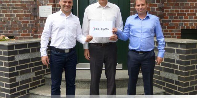 Водещият немски производител на храни за животни ХЛ Хамбургер Лайстунгсфута инвестира в Топ Микс